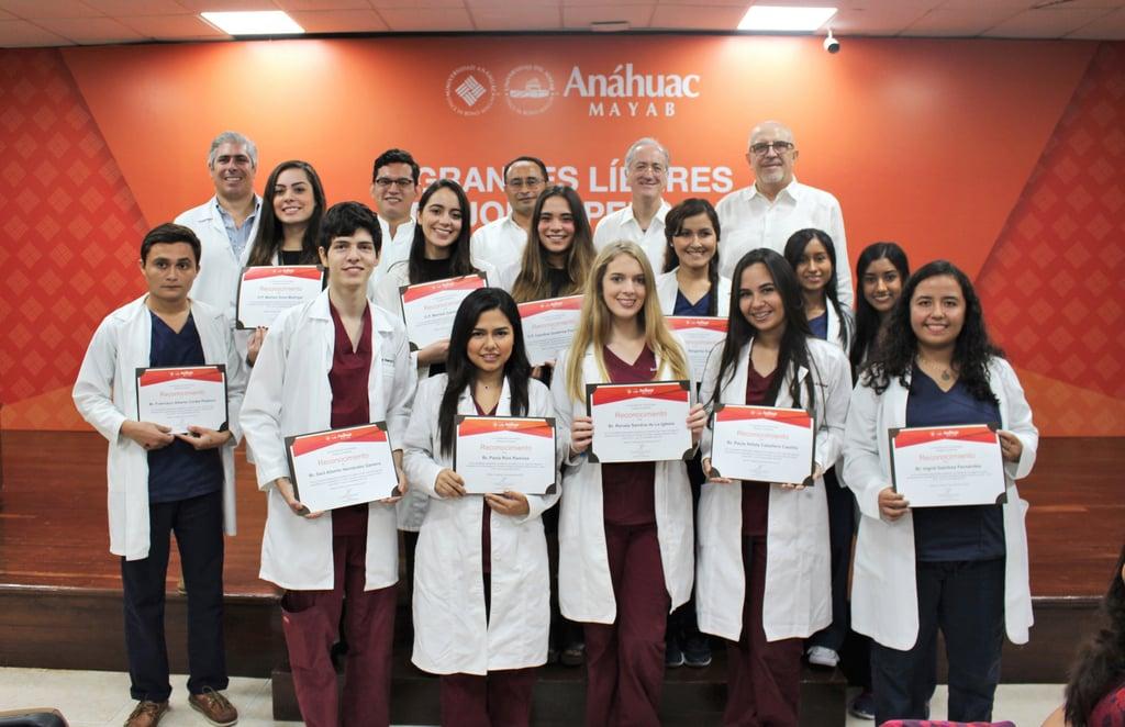 Alumnos de odontología que recibieron Excelencia Académica