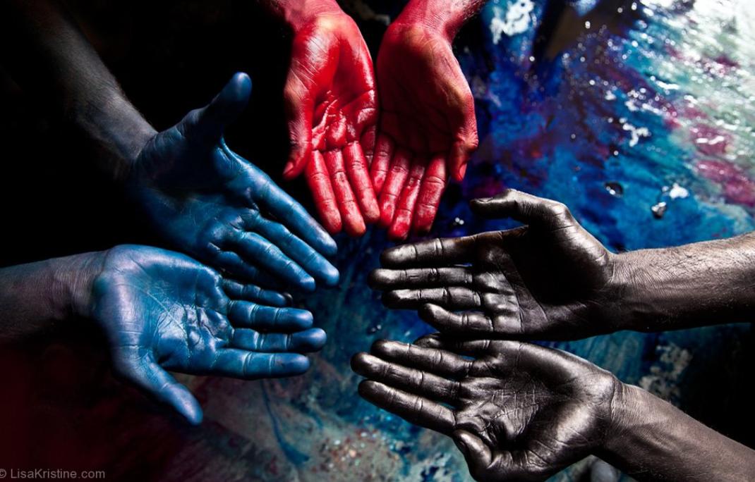 screencapture-lisakristine-portfolio-items-blue-red-black-india-2-2-2020-10-13-11_25_07