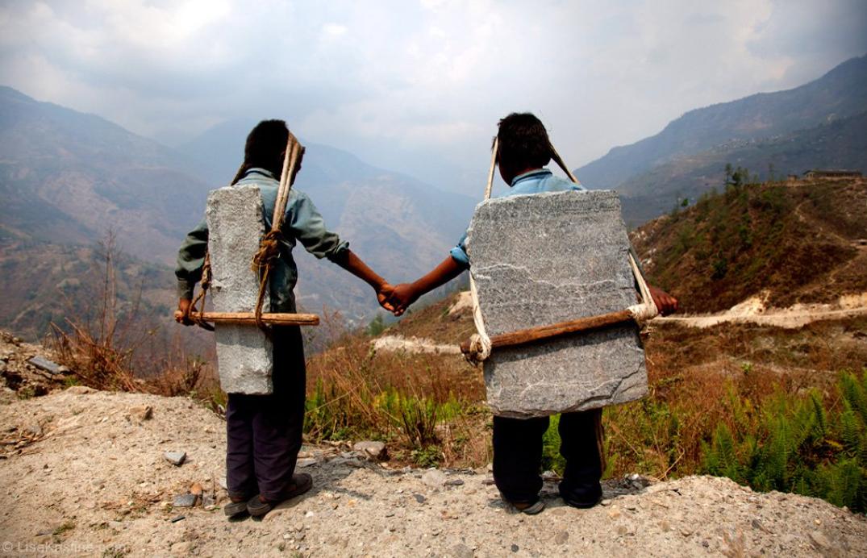 screencapture-lisakristine-portfolio-items-brothers-carrying-stone-nepal-2020-10-13-11_13_23